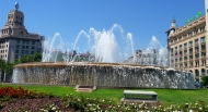 Barcelona tour with the signing fountains.